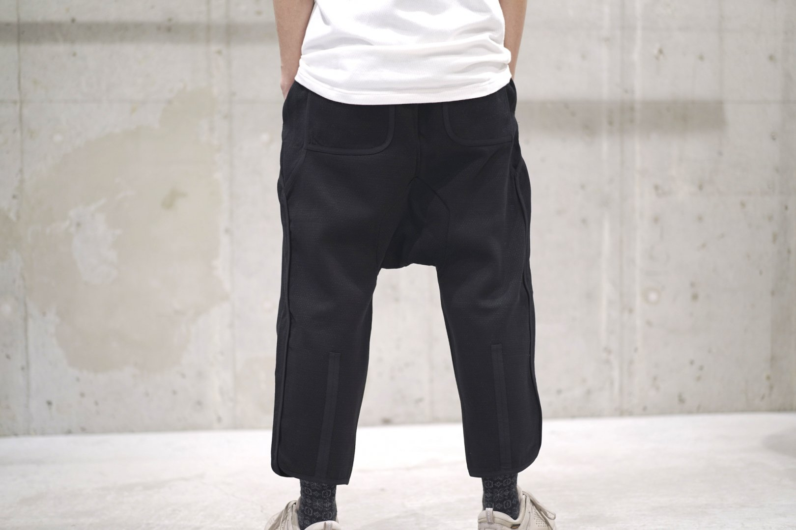 BYBORRE / AO2 TAPERED CROPPED PANTS