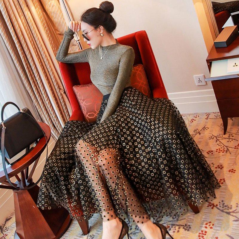スタンドカラーラメカットソー×刺繍チュールスカート