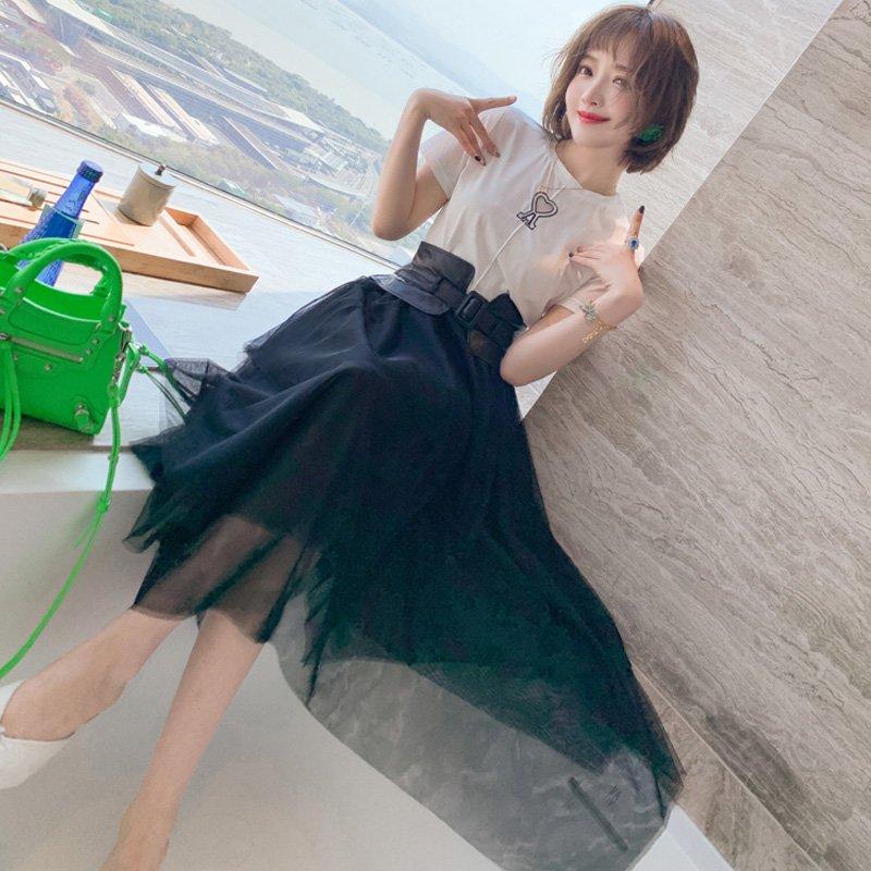 モチーフ付きTシャツ×サッシュベルト付きアシンメトリーチュールスカート【上下別売り可】