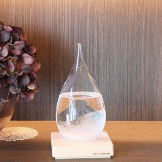 しずく型のガラスに入った結晶の変化を眺めるためのオブジェ テンポドロップ ストームグラス