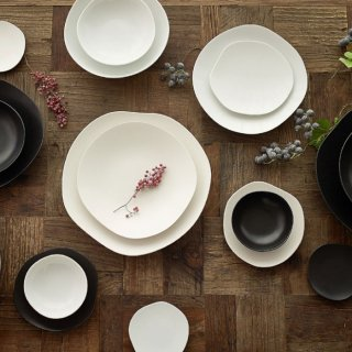 METAPHYS|メタフィス 自然が作り出す美しいフォルム 重なり合うゆらぎの美しさを表現したfeuille 4枚組お皿セット 艶あり グロスホワイト