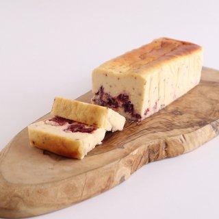 【季節限定・冷凍配送】香り立つチーズケーキ さくら香る苺とベリー