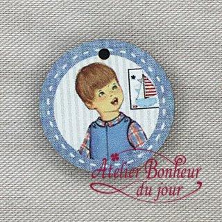 フランス製 木製ボタン 小さな男の子