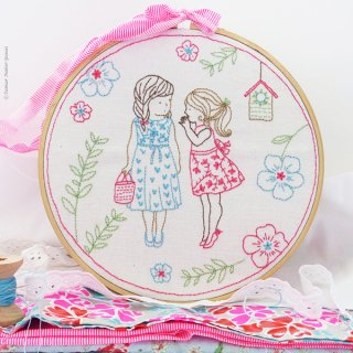 Two Girls and a Secret (女の子のひみつ) 刺繍キット<br>