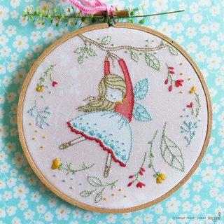 Flying Fairy(空飛ぶ妖精)刺繍キット<br>
