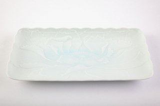 青白磁牡丹彫【角盛皿】