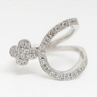 スタイリッシュで可愛いダイヤモンドリング Pt900