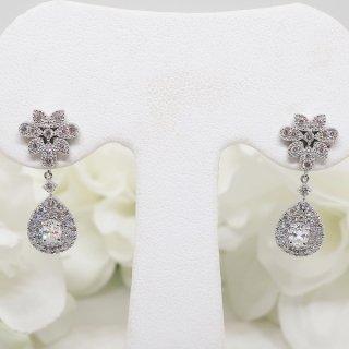 繊細で上品なデザインのダイヤモンドピアス PT900