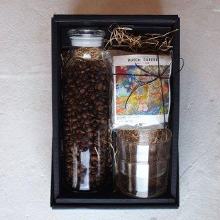 コーヒー豆と水出しコーヒー、グラス、ボトルのセット