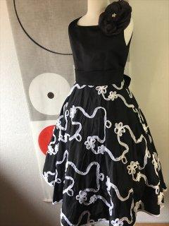 (G-130-43)テープ刺繍のモノトーンドレス130cm