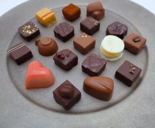 【ご予約】ボンボンショコラ L(18種類入り)(お渡し・お届けは3月3日〜)