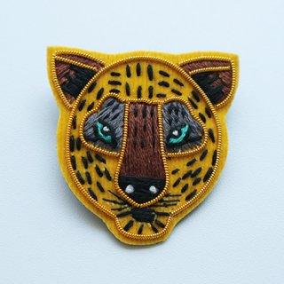 NL1002201107  Brooch feline 4