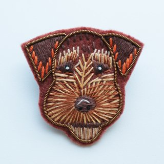NL1002201108  Brooch dogs  1