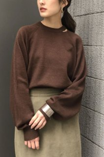Neck slit knit