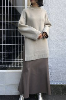 Loose silhouette knit