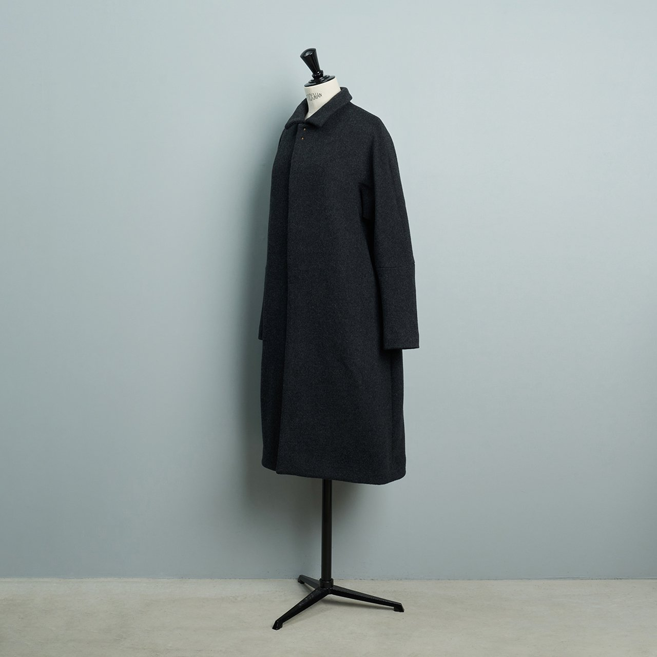 suzuki takayuki <BR>stand-fall-collar coat �<BR>dark grey