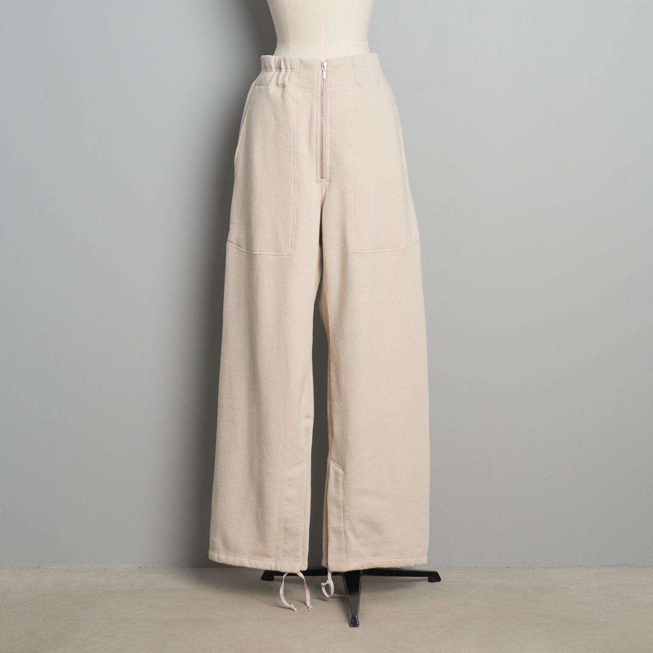pelleq<BR>heavy weight straight trousers<BR>fog
