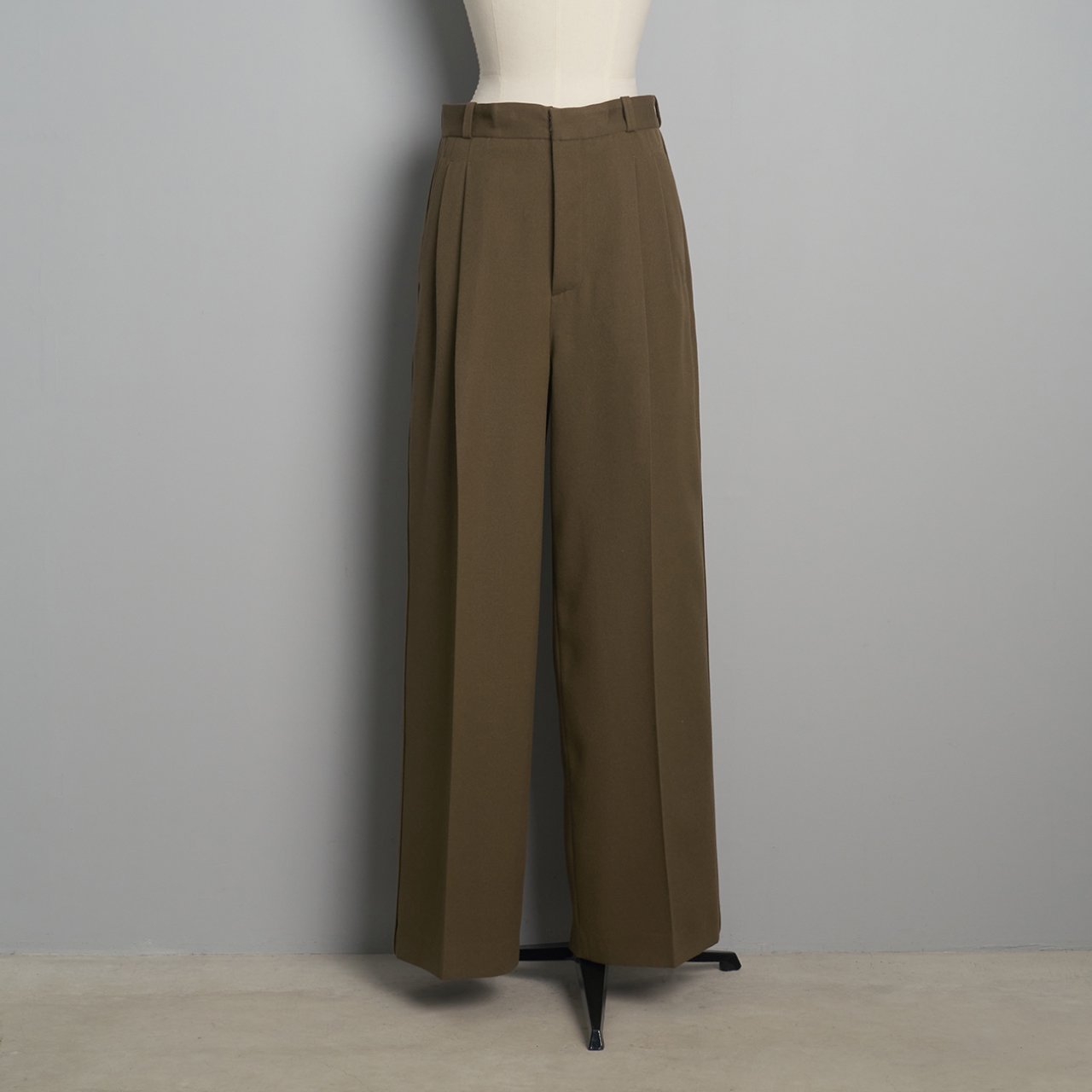 pelleq<BR>tuxedocloth double tuck trousers<BR> dry leaf