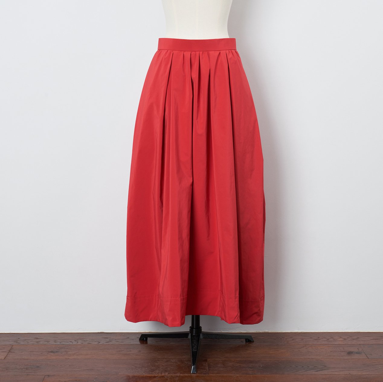 Pale Jute <BR>maxi skirt<BR>red