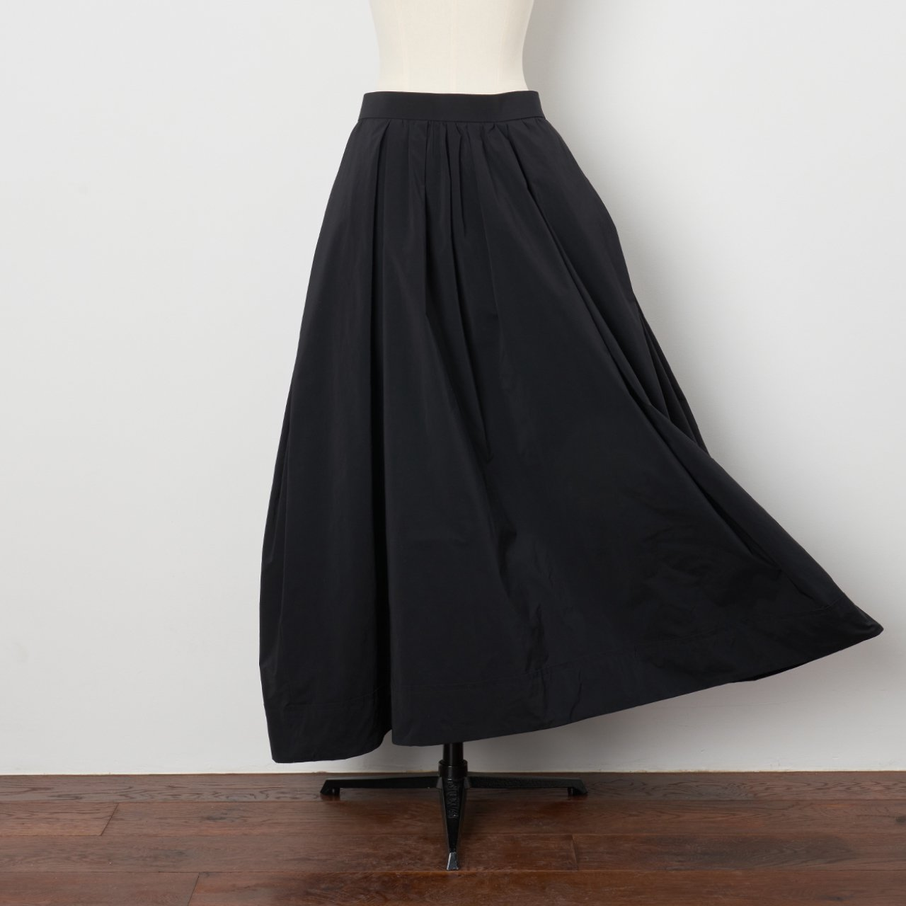 Pale Jute <BR>maxi skirt<BR>black
