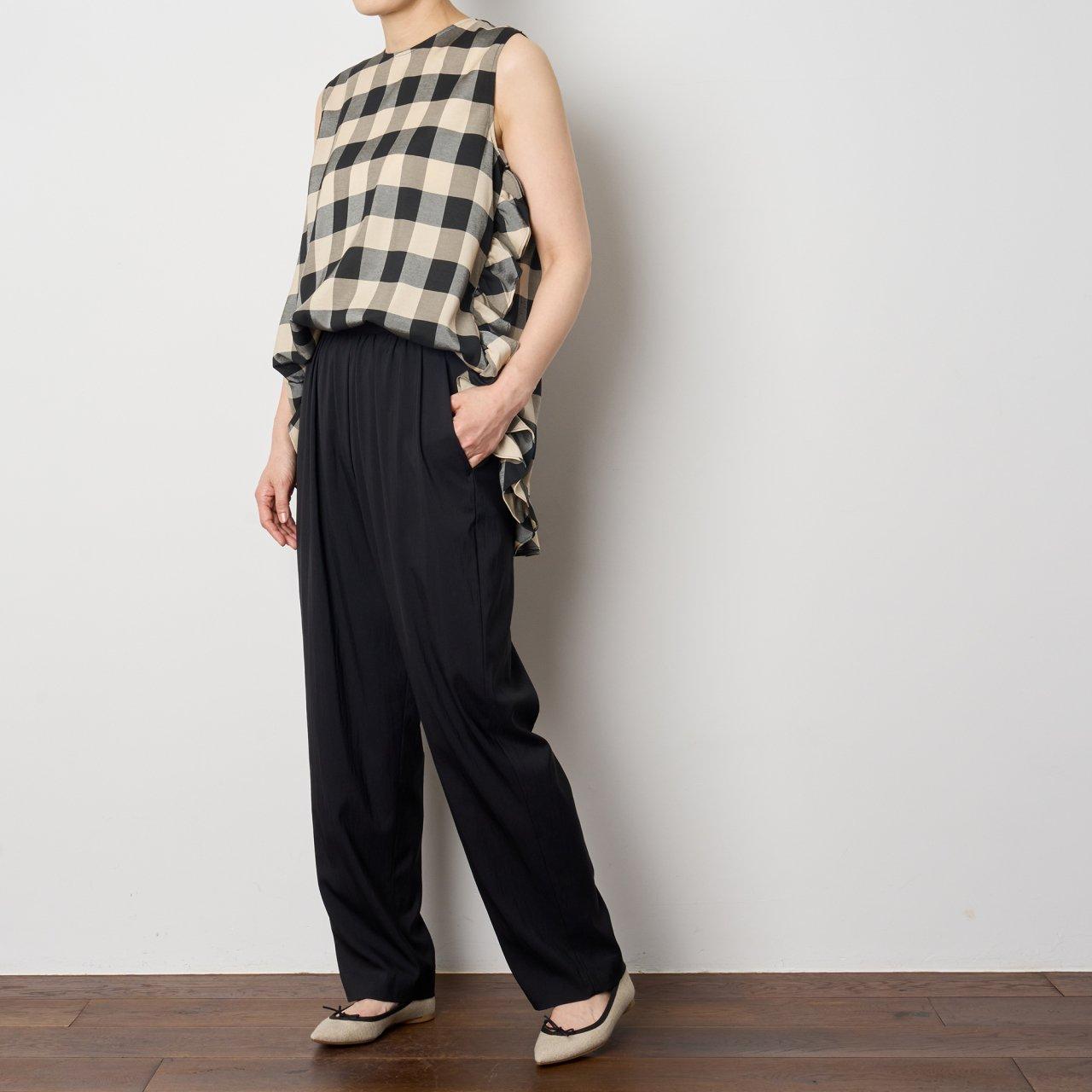 Pale Jute <BR>Block check no-sleeve blouse<BR>black × beige