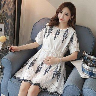 ツートンカラーの刺繍がオトナかわいい膝丈の半袖カジュアルワンピース