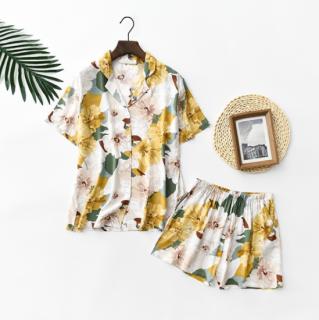ボタニカル柄がかわいい半袖シャツとショートパンツのおしゃれセットアップ パジャマ