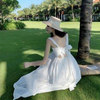 バックリボンがおしゃれ カジュアルでおしゃれな裾フリルのゆったりロングワンピース 2色