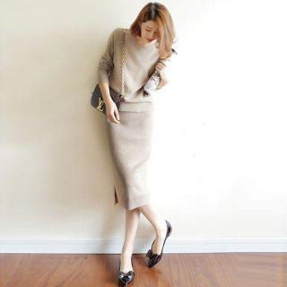 大人かわいいきれいめデザイン シンプルニットの長袖トップスとスカートのセットアップ 3色