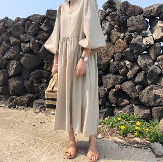 ナチュラルで大人かわいい海外デザイン ふんわりパフ袖のロングワンピース 2色