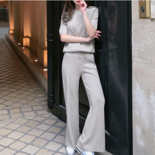 きれいめカジュアルな人気スタイル 半袖トップスとゆったりパンツの上下セットアイテム 3色