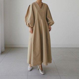おしゃれに体型カバー ナチュラルな雰囲気でオトナかわいいロング丈長袖ワンピース