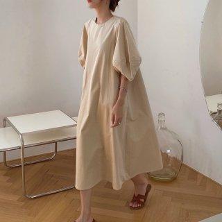 ゆったりカジュアルな大人スタイル パフスリーブの袖ありロングワンピース 2色