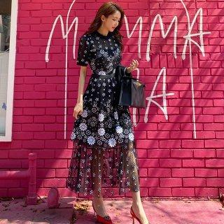 お呼ばれドレスにもおすすめ 大人かわいいシースルーのロング丈花柄黒ワンピース カジュアルドレス