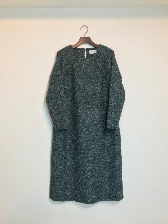 Maika イタリアニットファブリックタックデザインドレス