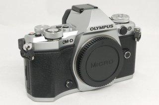 オリンパス OM-D E-M5� マイクロフォーサーズ 電池2個、本革底ケース付 極上美品