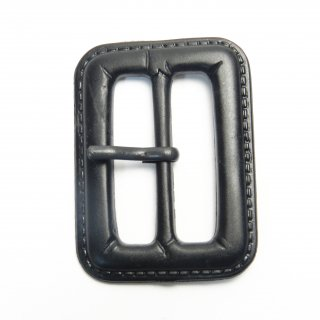 皮革風の黒色系ピン付バックル/内径31mm/本体素材:プラスチック系/ピン素材:メタル系/ハンドメイド・手芸・コスプレ・コートに最適
