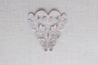 刺繍飾り(ハート グレージュ)