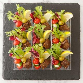 トマトバジルモッツアレラ&サイコロステーキオリーブ 2種ピンチョス盛合わせ