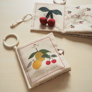 <img class='new_mark_img1' src='https://img.shop-pro.jp/img/new/icons56.gif' style='border:none;display:inline;margin:0px;padding:0px;width:auto;' />Konges Slojd<br>fruit fabric book