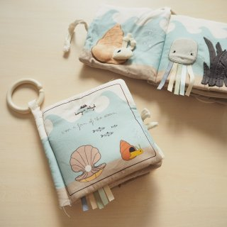 <img class='new_mark_img1' src='https://img.shop-pro.jp/img/new/icons56.gif' style='border:none;display:inline;margin:0px;padding:0px;width:auto;' />Konges Slojd<br>ocean fabric book