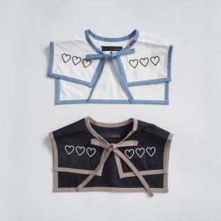 nunuforme<br>attached collar<br>off white / black