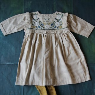 <img class='new_mark_img1' src='https://img.shop-pro.jp/img/new/icons14.gif' style='border:none;display:inline;margin:0px;padding:0px;width:auto;' />Bonjour diary<br>rosalie dress with flounce & embroidery<br>small beige check<br>(2y,4y,6y,8y)