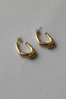 unbalanced earring<br>gold, silver