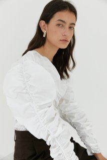 V shirring blouse<br>white, black