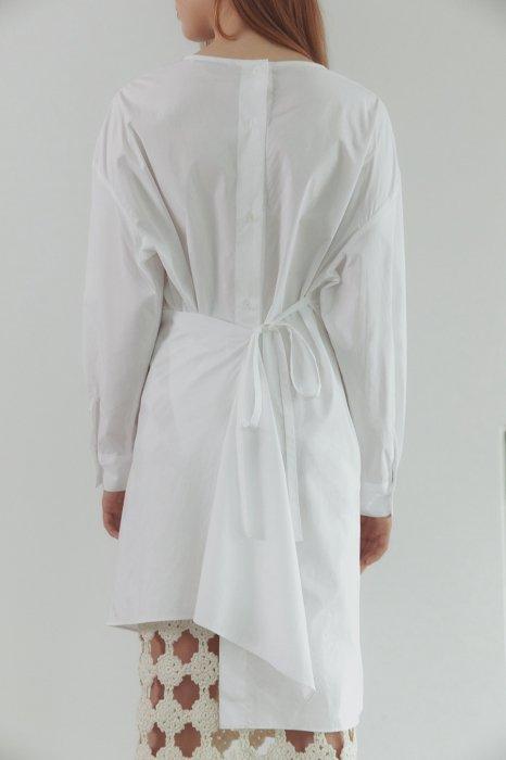 back ribbon<br>button long blouse<br>white