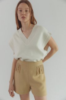 over fit<br>v neck knit vest<br>ivory,black