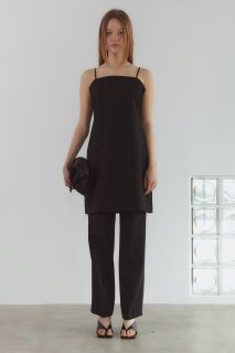 waist side button<br>straight pants<Br>black