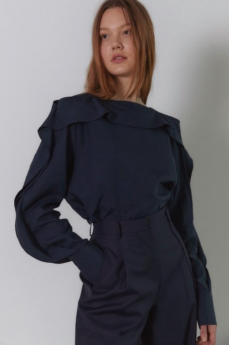 frill sleeves blouse<br>navy