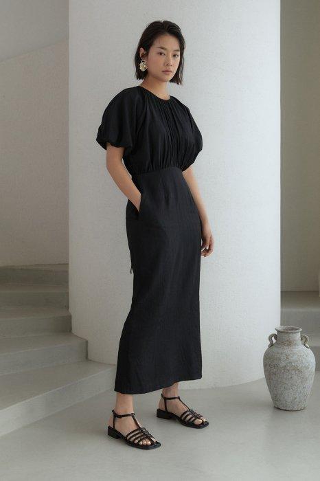 volume sleeves<BR>one piece<br>black, white